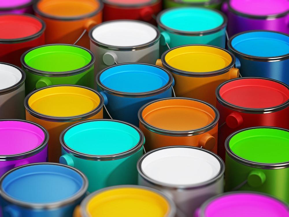 puszki z kolorowymi farbami